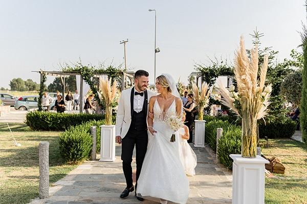 bohemian-summer-wedding-xanthi-pampas-grass-david-austin-roses_26