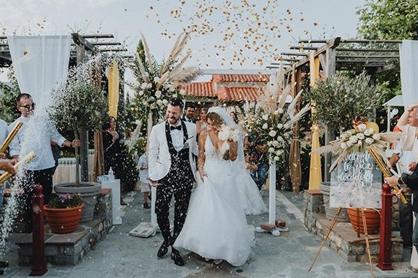 bohemian-summer-wedding-xanthi-pampas-grass-david-austin-roses_30