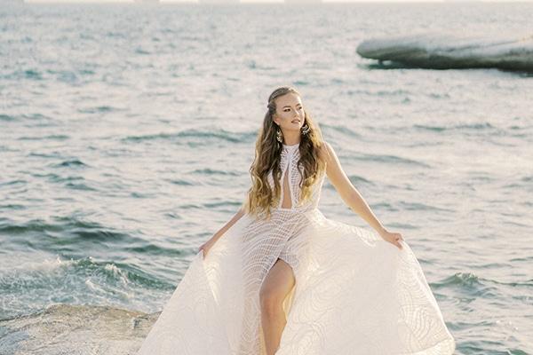 Μαγευτικό styled shoot σε μια ειδυλλιακή τοποθεσία με φόντο το γαλάζιο της θάλασσας