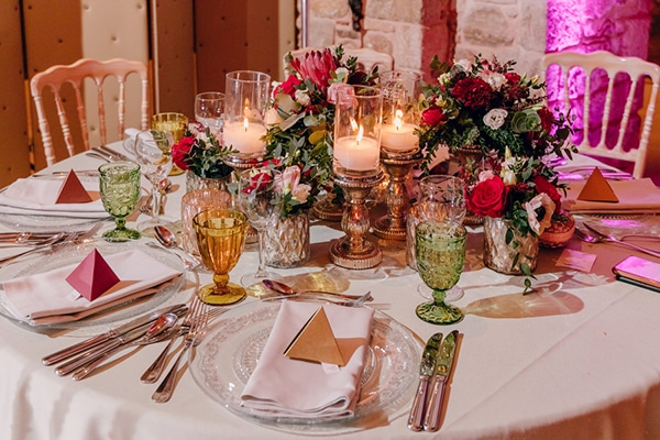 festive-winter-wedding-fairylights-red-hues_14
