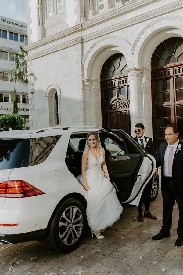 glamorous-wedding-limassol-white-hydrangeas-fairylights_16