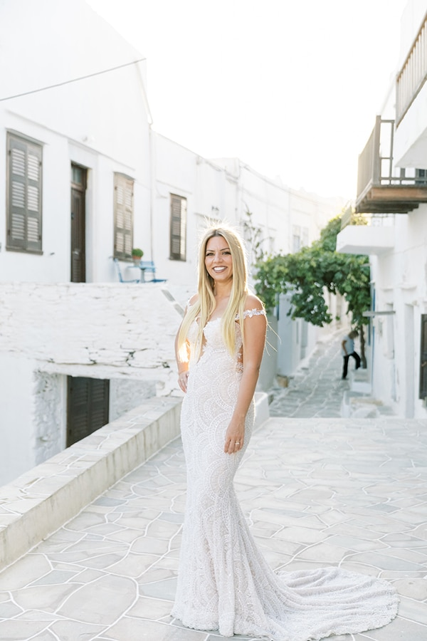 luxurious-summer-wedding-sifnos-island-lush-floral-designs_02x