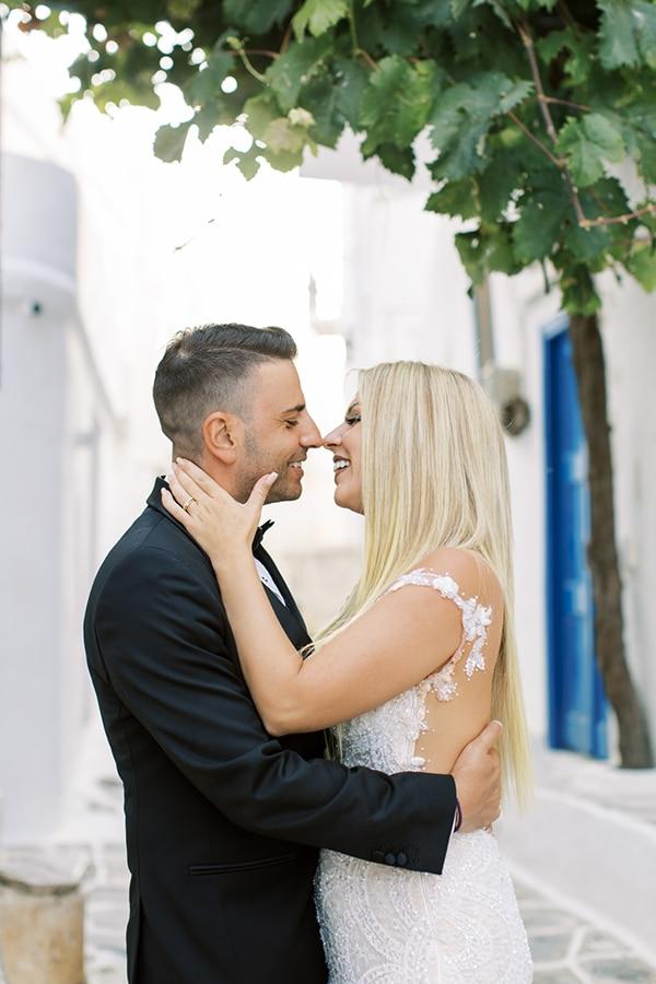 luxurious-summer-wedding-sifnos-island-lush-floral-designs_04
