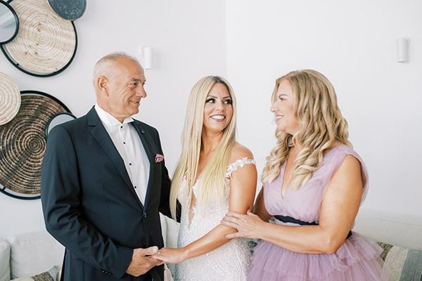 luxurious-summer-wedding-sifnos-island-lush-floral-designs_11