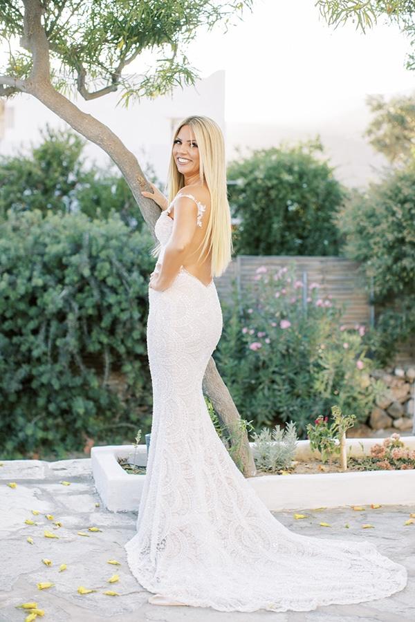 luxurious-summer-wedding-sifnos-island-lush-floral-designs_13