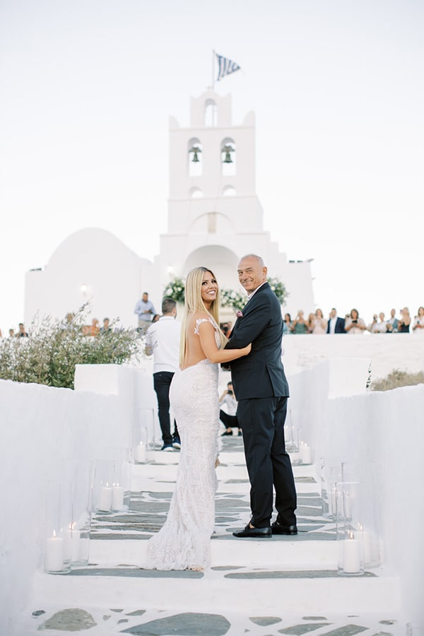 luxurious-summer-wedding-sifnos-island-lush-floral-designs_23