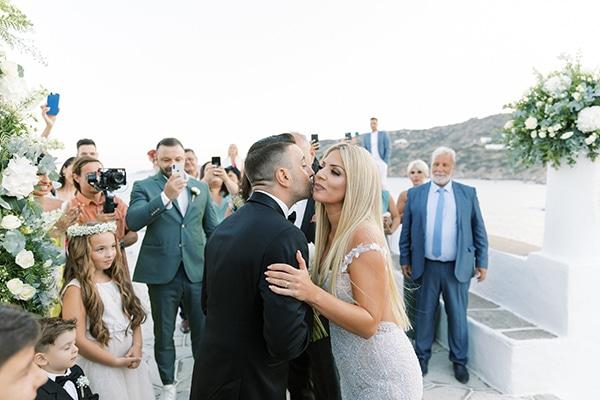 luxurious-summer-wedding-sifnos-island-lush-floral-designs_24