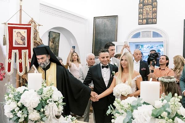 luxurious-summer-wedding-sifnos-island-lush-floral-designs_31