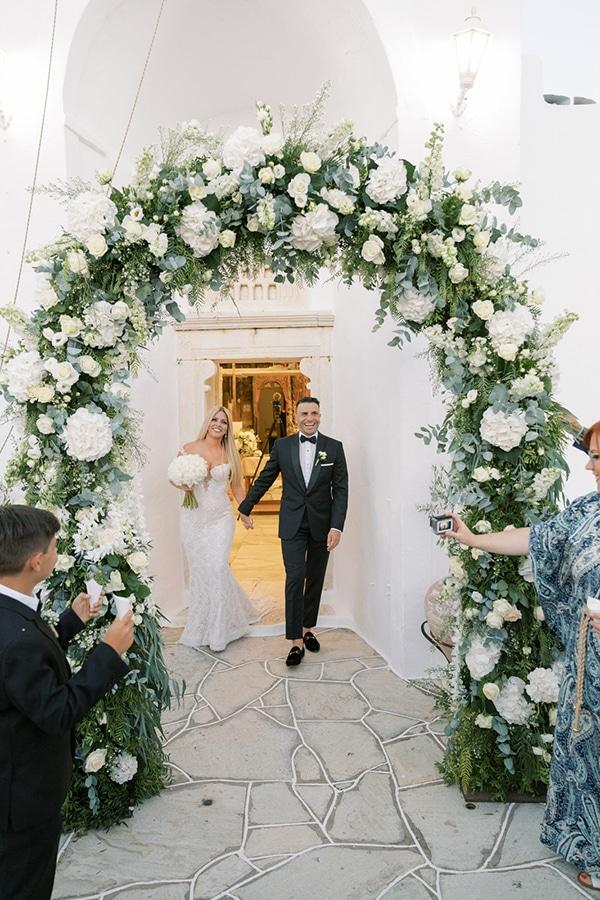 luxurious-summer-wedding-sifnos-island-lush-floral-designs_32