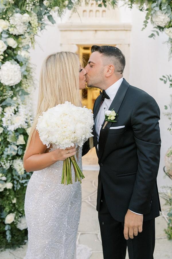 luxurious-summer-wedding-sifnos-island-lush-floral-designs_34