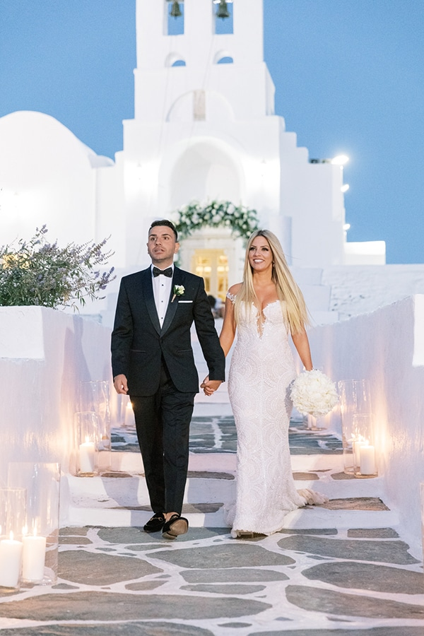 luxurious-summer-wedding-sifnos-island-lush-floral-designs_35