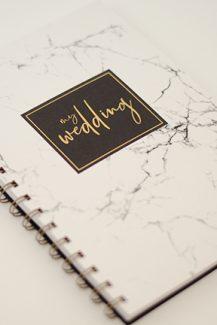 Πρωτότυπα stylish σημειωματάρια γάμου με marble decoration