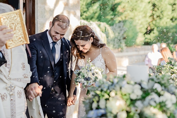 romantic-summer-wedding-athens-dusty-blue-flowers_24