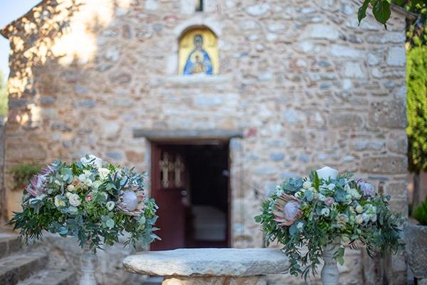 summer-wedding-pyrgos-petreza-protea-pink-mint-hues_09z