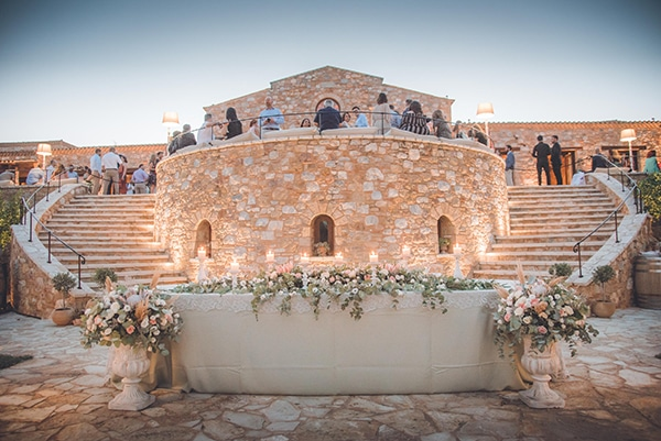 summer-wedding-pyrgos-petreza-protea-pink-mint-hues_12z