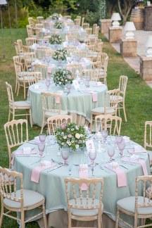 Ρομαντικος στολισμος τραπεζιων δεξιωσης σε ροζ και mint αποχρωσεις