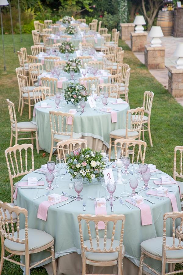 Ρομαντικός στολισμός τραπεζιών δεξίωσης σε ροζ και mint αποχρώσεις