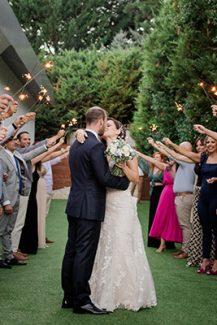 Πρωτοτυπη υποδοχη ζευγαριου στη δεξιωση γαμου