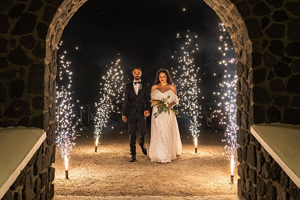 bohemian-fall-wedding-santorini_33x