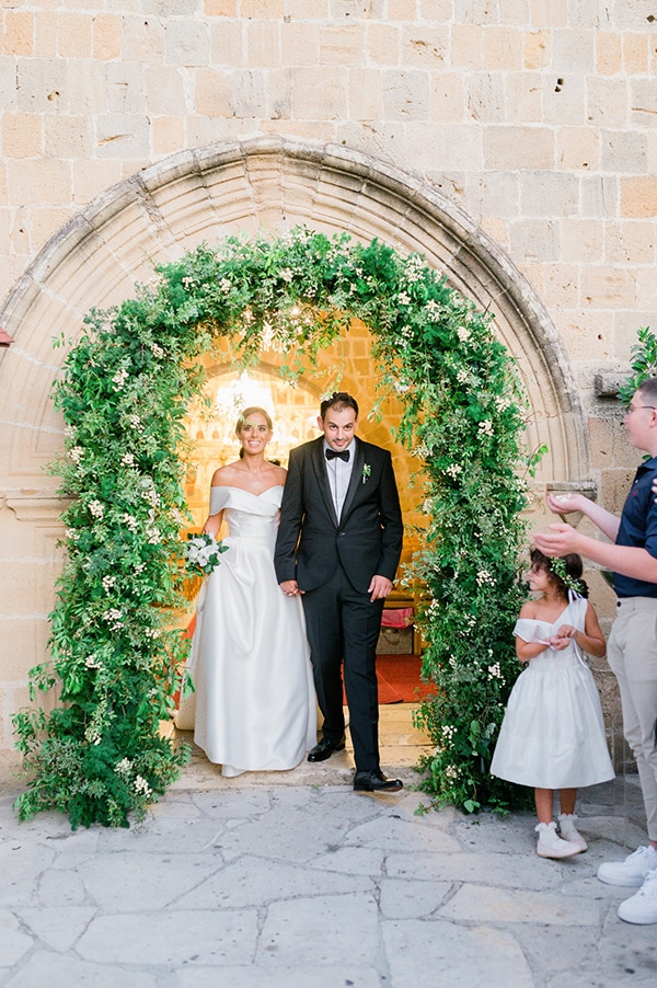 elegant-summer-wedding-nicosia-white-green-hues_25