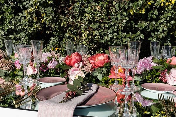 Luxurious ιδέες διακόσμησης γάμου με καθρέπτες και dusty pink αποχρώσεις