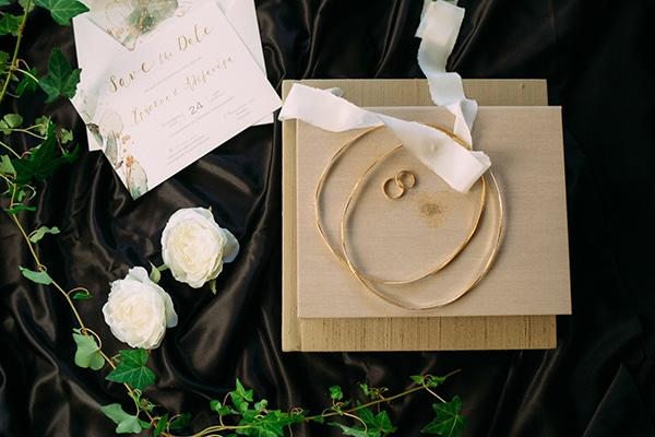minimal-chic-fall-wedding-athens-white-roses-peonies_03