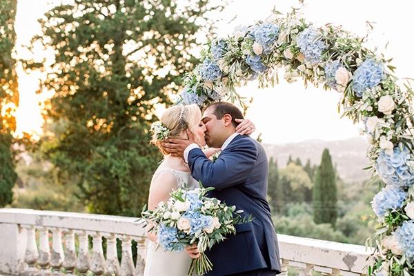 romantic-wedding-corfu-dusty-blue-hues-elegant-touches_12