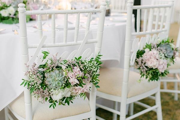 Πανέμορφες ιδέες για να διακοσμήσετε τις καρέκλες του γάμου σας