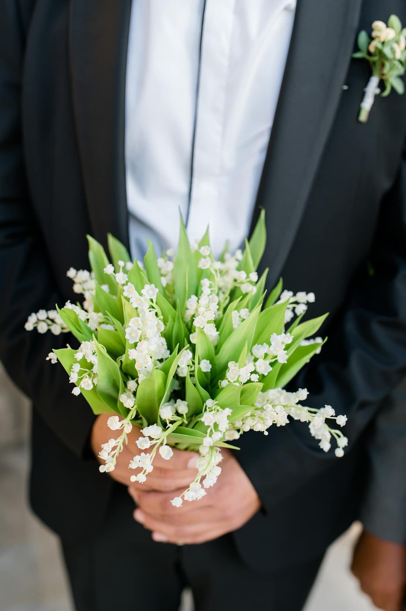 Posy νυφική ανθοδέσμη  με lily of the valley