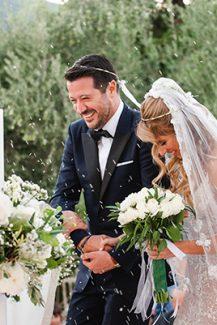 Ρομαντικός στολισμός υπαίθριας τελετής γάμου