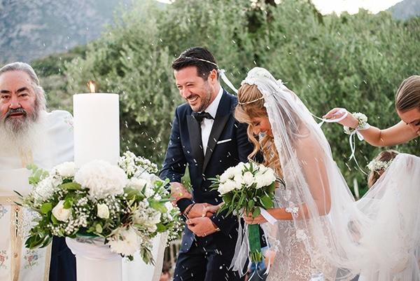 Ρομαντικος στολισμος υπαιθριας τελετης γαμου