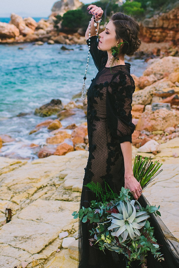 boho-elopement-black-white-setting-macrame-creations_02x