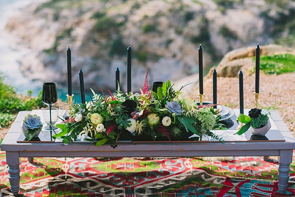 boho-elopement-black-white-setting-macrame-creations_08