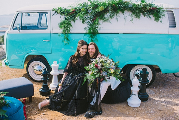 boho-elopement-black-white-setting-macrame-creations_09