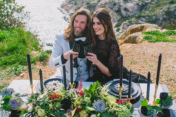 boho-elopement-black-white-setting-macrame-creations_23