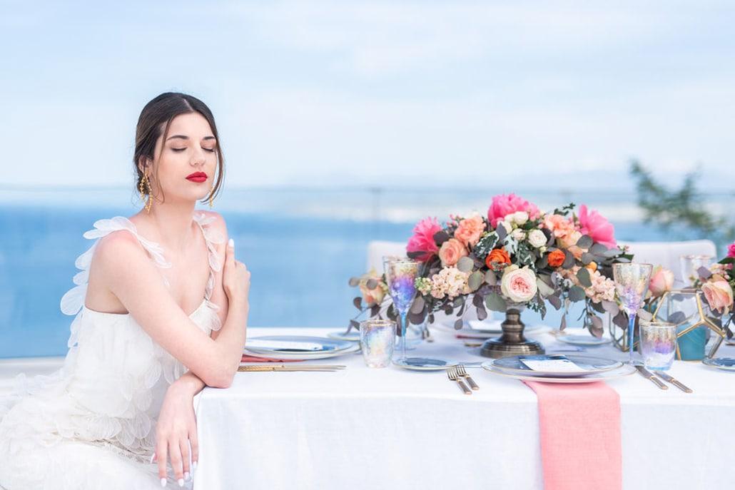 Ονειρικό Greek Seafoam inspired styled shoot με μαγευτική θέα