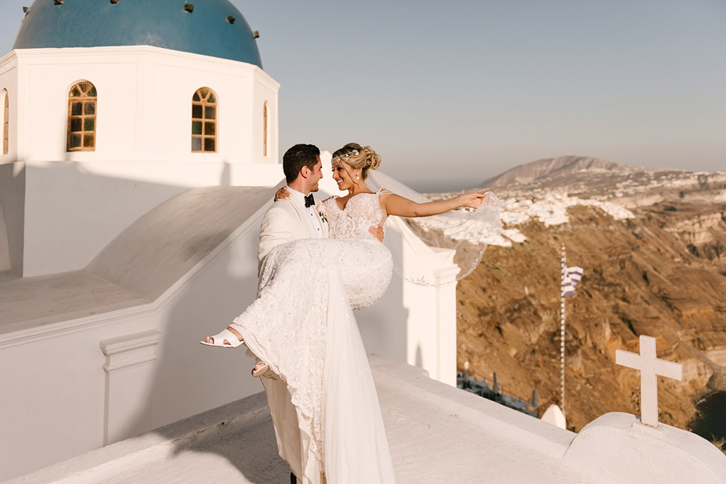 Glamorous καλοκαιρινός γάμος στην Σαντορίνη σε παστέλ αποχρώσεις │ Αντιγόνη & Teddy