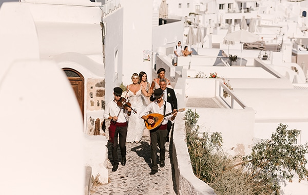 glamorous-summer-wedding-santorini-pastel-hues_09