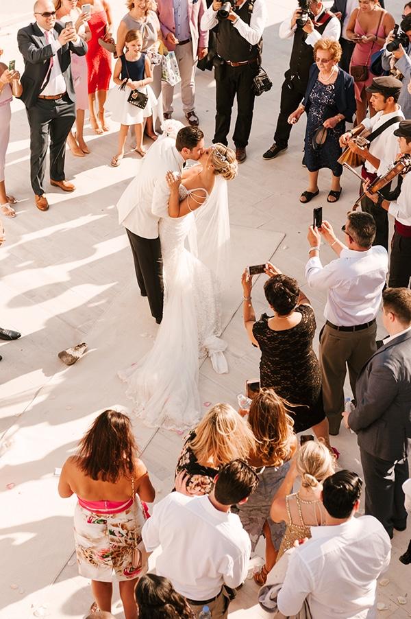 glamorous-summer-wedding-santorini-pastel-hues_13