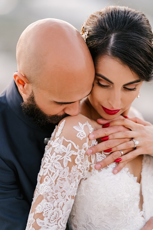montern-elegant-wedding-santorini-inspiring-wedding-decoration-ideas_05x
