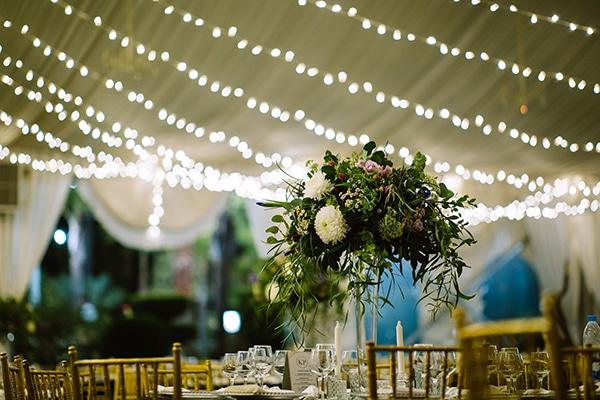 Ρομαντικός – elegant στολισμός δεξίωσης με λουλούδια και fairylights