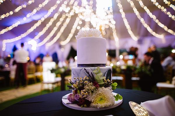 Υπέροχη τούρτα γάμου με μοντέρνο design