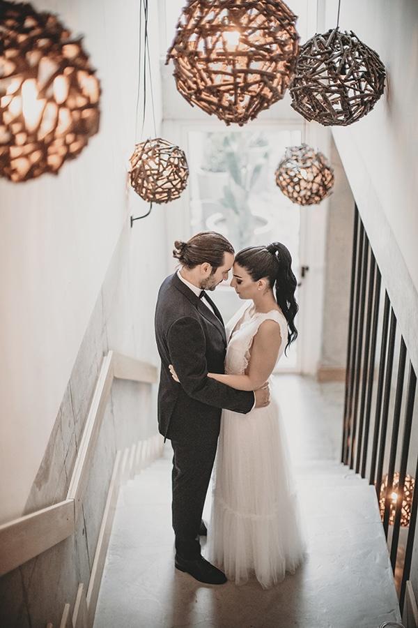 stunning-summer-wedding-baby-breath-rustic-details_01x