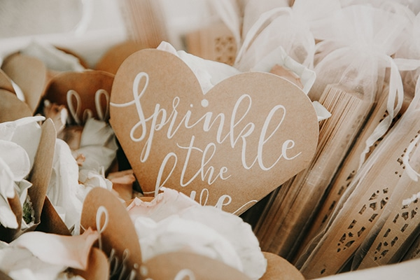 stunning-summer-wedding-baby-breath-rustic-details_05x