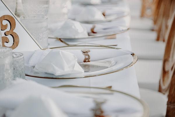 stunning-summer-wedding-baby-breath-rustic-details_21x