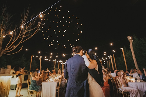 stunning-summer-wedding-baby-breath-rustic-details_27