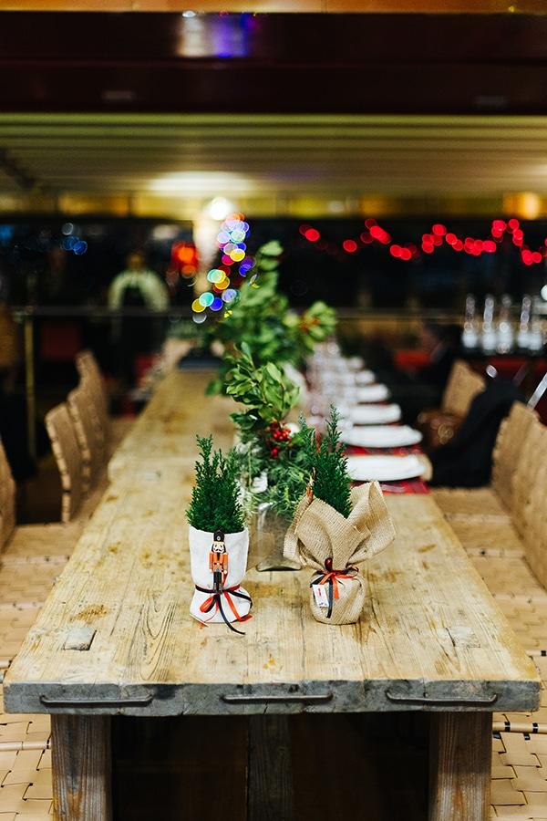 winter-wedding-athens-romantic-atmosphere-red-amaryllis_10