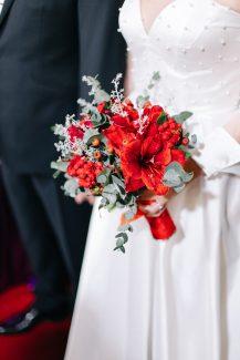 Κόκκινη νυφική ανθοδέσμη με αμαρυλλίδες