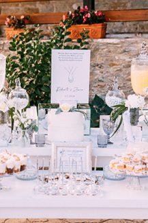 Dessert Table σε υπαίθρια δεξίωση γάμου