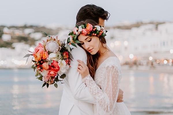 Dreamy elopement στη Μύκονο με τις πιο όμορφες κοραλί παιώνιες